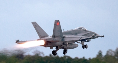 Federal government considering delaying acceptance of bids for new fighter jets