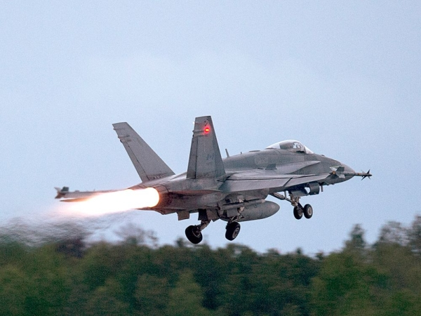 Canadian government to spend estimated $800M more to keep aging CF-18s in fighting shape