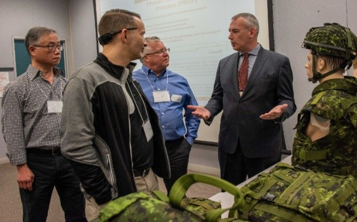 Industry representatives meet with Canadian Army staff on clothing, equipment modernization